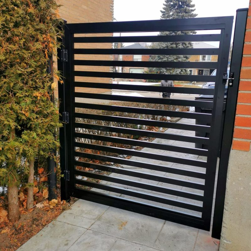 aluminum semi-privacy gate